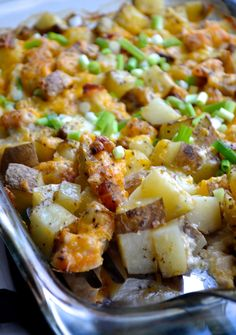 Baked Potato Casserole - This casserole makes a perfect side dish to bring to large family potlucks, picnics, and celebrations. Who doesn't love a loaded baked potato? Loaded Baked Potato Casserole, Potatoe Casserole Recipes, Loaded Baked Potatoes, Casserole Dishes, Potato Caserole, Roasted Potatoes, Baked Potato Cubes, Ground Chicken Casserole, Leftover Baked Potatoes