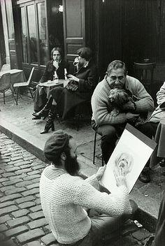 Heartwarming Photos Capture the Simple Joys of Life in a Post-WWII Paris - Noir et blanc :: couleur Old Paris, Vintage Paris, Famous Photographers, Street Photographers, Photomontage, Paris Black And White, Montmartre Paris, Street Portrait, Robert Doisneau