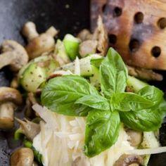 Zucchini champinjon parmesan pasta
