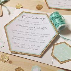 Ihr sucht nach ausgefallener Papeterie für eure Hochzeit? Wie wäre es mit einer sechseckigen Einladungskarte ?  Die Serie gibt es seit der Woche auch in Mint! Übrigens könnt ihr auch alle anderen Designs der farbgold in love Kollektion individuell an euer Konzept anpassen. Mehr Infos auf www.farbgold-design.de