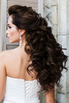 50 Awesome Curly Wedding Hairstyles Almost all of the curly wedding hairstyles are for girls with straight hair. They may take longer at hair salon. But it worth for sure! And it will cr. Dark Curly Hair, Curly Wedding Hair, Amazing Hairstyles, Straight Hairstyles, Bohemian Bride, Flower Crown, Anatomy, Wedding Hairstyles, Salons