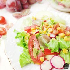 Salada de Tomate, Milho, Rabanetes, Uvas e Maçã | Corn, Tomato, Radishes, Grapes, and Apple Salad