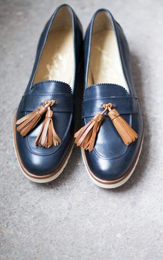 Tendance Chaussures 2017/ 2018 : The Frye Company's Jade Tasseled Loafer; style stolen from the boys! Available a...