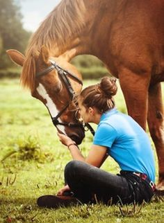 I wish my horse would let me do that!!!!:(