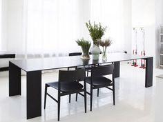 Al vostro spazio living manca solo un tavolo di design per essere perfetto? Oggi vi spieghiamo quali tipologie e materiali sono disponibili e come sceglierli! http://www.arredamento.it/tavoli-design-per-lo-spazio-living.asp #tavoli #consiglisoggiorno #design