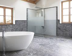 Massive Badewannen aus einem Stück Stein gehauen versinnlichen Ihr Badeerlebnis.  Erholung für Körper und Geist in echter Wellnessatmosphäre garantiert eine massive Badewanne. Wichtig dabei eine sorgfältige Planung im Vorfeld, neben der Logistik klären wir im Vorfeld mit Ihrem Architekt und Installateur die Feinheiten. Die Produktion der Wanne erfolgt schon bei Rohbaubeginn und kann somit rechtzeitig in den Bau eingebracht werden. Freuen Sie sich auf Ihr Bad aus dem Hause Rinser. Bathtub, Flooring, Bathroom, Design, Natural Stones, Bathrooms, Bathing, Architecture, Standing Bath