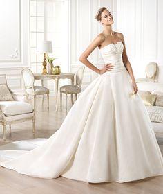 Pronovias vous présente la robe de mariée Georgia. Glamour 2014. | Pronovias
