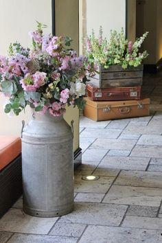Una bella manera de reutilizar objetos antiguos para la decoración de cualquier estancia.