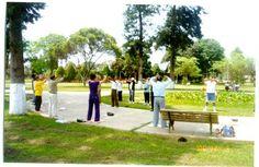 03/12/2000: Practicantes haciendo una demostración pública de los ejercicios en Campo de Marte.