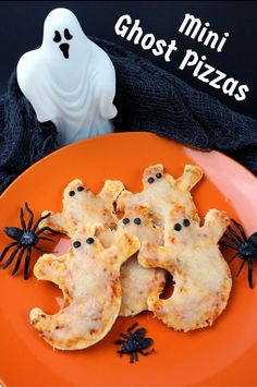 for a dinner idea? Mini Ghost Pizzas are quick and easy to pr., Looking for a dinner idea? Mini Ghost Pizzas are quick and easy to pr., Looking for a dinner idea? Mini Ghost Pizzas are quick and easy to pr. Halloween Pizza, Halloween Desserts, Soirée Halloween, Hallowen Food, Hallowen Ideas, Halloween Dinner, Halloween Food For Party, Vintage Halloween, Easy Halloween Appetizers