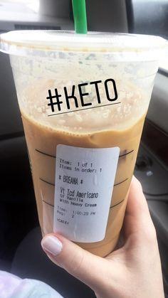 Keto Smoothie-Rezepte - 5 Best Low-Carb Smoothies f r Weight Loss Low Carb Drinks, Diet Drinks, Smoothie Drinks, Yummy Drinks, Healthy Drinks, Beverages, Keto Cocktails, Starbucks Secret Menu Drinks, Starbucks Recipes