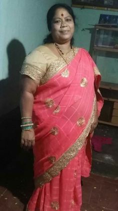 Indian Girl Bikini, Indian Girls, Fat Women, Sexy Women, Plus Size Womens Clothing, Clothes For Women, Beautiful Housewife, Aunty In Saree, Beautiful Women Over 40