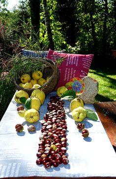 Erntedank! Tischtücher und Zierkissen mit eingewebten Zitaten. Hergestellt von verum textilia in Österreich. Fruit, Weaving, The Fruit