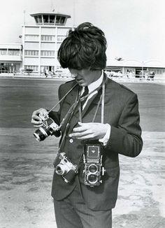 George-Harrison-with-A-Nikon-F-A-Kodak-Retina-IIS-and-his-Rolleiflex.
