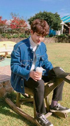 Chanyeol ❤ Oppa 💙👀 Exo ✌ Exo_k Baekhyun, Chanyeol Cute, Park Chanyeol Exo, Kpop Exo, Fanfic Exo, Johnny Orlando, Rapper, Exo Album, Exo Lockscreen