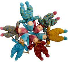 Une collection de poupées et de hochets de l'ancien PDG de Moulin Roty et ses deux fils adoptifs d'origine srilankaise. Les petits les adorent, comme leurs parents et grand-parents. Toutes les poupées sont faites à la main et elles viennent du Sri Lanka.