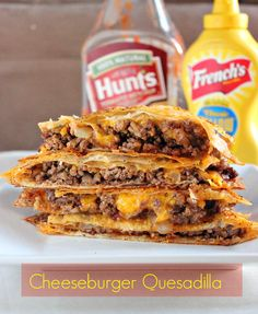 Food network recipes 400187116870796690 - Cheeseburger Quesadillas with sharp cheddar cheese, bacon bits, and ketchup.This is an all-star dinner idea that will be on repeat at the dinner table! Burritos, Cheeseburger Quesadilla, Cheeseburgers, Cheeseburger Cheeseburger, Quesadilla Burgers, Burger Bun, Taco Burger, Burger Cake, Comida Tex Mex