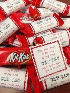 Super cute and easy Thank You's! Mini Kit Kat bars with a note. Volunteer Appreciation Gifts, Volunteer Gifts, Teacher Appreciation Week, Volunteer Ideas, Staff Gifts, Teacher Gifts, Client Gifts, Student Teacher, Homemade Gifts