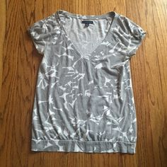 American Eagle Outfitters top Lightweight gray and white v neck top in good condition. Petite-small American Eagle Outfitters Tops Tees - Short Sleeve