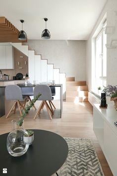 Aranżacje wnętrz - Salon: KONKURS - mieszkanie z kuchnią pod schodami - Salon, styl skandynawski - Archomega Biuro Architektoniczne. Przeglądaj, dodawaj i zapisuj najlepsze zdjęcia, pomysły i inspiracje designerskie. W bazie mamy już prawie milion fotografii!