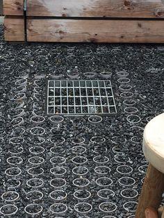 healdsburg-shed-metal-pipe-paving-gardenista-e1466266248610