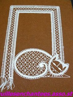 I wonder if I can create a pattern? Bobbin Lacemaking, Lace Art, Bobbin Lace Patterns, Crochet Motifs, Lace Jewelry, Lace Making, String Art, Quilt Blocks, Lace Detail