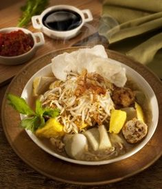 Lontong Balap Surabaya Menu Design, Design Ideas, Indonesian Cuisine, Tasty, Yummy Food, Modern Traditional, Surabaya, Allrecipes, Food And Drink