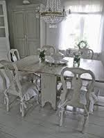 Shabby Chic Furniture In a family room, try to arrange your furniture into centers. Shabby Chic Colors, Shabby Chic Homes, Shabby Chic Style, Furniture Projects, Furniture Decor, Painted Furniture, Furniture Design, Swedish Interior Design, Swedish Interiors