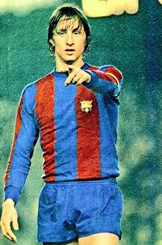 Johan Cruyff of Barcelona in Soccer Fifa, Kids Soccer, Soccer Stars, Best Football Players, World Football, Soccer Players, Fc Barcelona, Retro Football, Sport Football