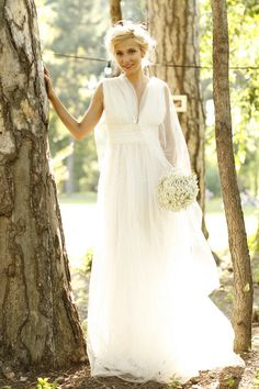 Beautiful Wedding Dress by Parlor! Romanian Wedding, The Bride, Marry Me, Dress Me Up, Dress Making, Getting Married, Style Me, Flower Girl Dresses, Stylish