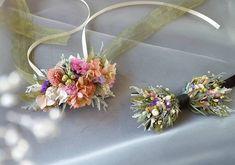 hanahitoki【花人時】yukaさんはInstagramを利用しています:「◯wedding flower○  人気のフラワータイ&リストレット♘◌▫ . フラワータイはグリーン多めに  お花たくさんはちょっと恥ずかしいという新郎さまでもおしゃれに楽しんで頂けます . オーダーありがとうございました♕ .…」 Floral Wreath, Wreaths, Instagram, Floral Crown, Door Wreaths, Deco Mesh Wreaths, Floral Arrangements, Garlands, Flower Crowns