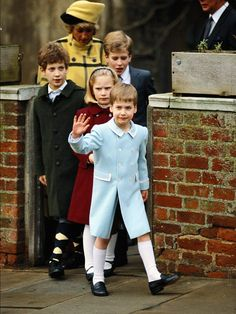 1987   (Not 19. April 1987 William is in long socks here and Diana has a different outfit)
