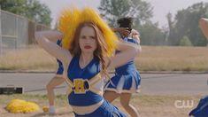 Cheryl Blossom Riverdale, Riverdale Cheryl, Madelaine Petsch, Betty & Veronica, Riverdale Fashion, Julianne Moore, On Set, East Coast, Cheerleading