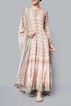 Indian dresses - Creation of Anita Dongre Pakistani Dress Design, Pakistani Dresses, Indian Dresses, Floryday Vestidos, Vestidos Color Rosa, Indian Wedding Outfits, Indian Outfits, Wedding Dresses, Indian Attire
