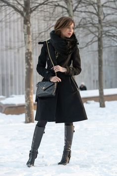 Sydne-Style-New-York-Fashion-Week-Street-style-black-and-gold-trend-karen-millen-black-coat-dress-winter-new-york