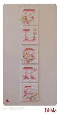 Porta de maternidade vertical com tema Corujas e Passarinhos da Flora. {loja.bbela.com.br}