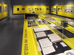 Deutsches Museum #München Wechselausstellung Pultvitrinen #Germany Museum Exhibition Design, Exhibition Space, Design Museum, Corporate Design, Retail Design, Web Design, Layout Design, Museum Plan, Innovation Centre