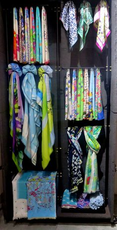 Shop Trendy Scarves, Shawls, Dupattas, Mufflers and Stoles Online Denim Display, Scarf Display, Rak Display, Display Ideas, Scarf Packaging, Clothing Store Design, Scarf Organization, Scarf Knots, Dress Form Mannequin