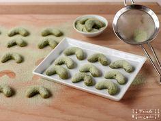 Rezept vegan: heute gibts leckere Matcha Kipferl aus dem neuen Integralbianco Vollweißmehl mit vollkorneigenschaften. Gesunde Kekse also! ;-)
