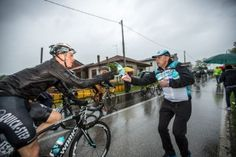 Gallery: Behind the scenes with soigneurs at the Giro - VeloNews.com