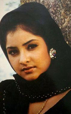 Beautiful Iranian Women, Beautiful Girl Indian, Beauty Full Girl, Beauty Women, Bollywood Pictures, Diy Lip Balm, Beautiful Photos Of Nature, New Girl, Indian Actresses