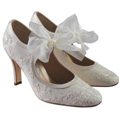 Google Image Result for http://www.thebrideguide.net/gallery/the-vintage-bride/vintage_wedding_shoes.jpg