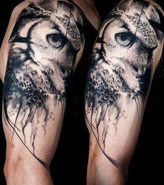 Brilliant b&g owl piece by official TAP artist Florian Karg Owl Tattoo Back, Wolf Tattoo Sleeve, Sleeve Tattoos, Realistic Owl Tattoo, Jeep Tattoo, Owl Tattoo Drawings, Small Wolf Tattoo, Petit Tattoo, Owl Tattoo Design