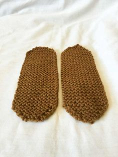 Red Heart Slippers With Love Knitting Club, Loom Knitting, Knitting Socks, Knitting Patterns Free, Knit Patterns, Free Knitting, Baby Knitting, Knitting Machine, Crochet Baby Poncho