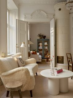 Stockholm Apartment, Cozy Apartment, One Bedroom Apartment, Apartment Living, Scandinavian Apartment, Scandinavian Home, Tiny Studio Apartments, Bed Nook, Swedish Interiors