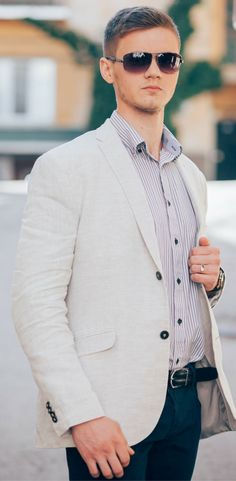 Classy business casual outfit for autumn / fall. Featuring blazer, jeans, sunglasses and a dres shirt. Cool Outfits For Men, Latest Clothes For Men, Stylish Outfits, Fall Outfits, Men's Outfits, Fashion Outfits, Simple Outfits, Stylish Men, Fashion Clothes
