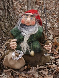 needle / wet felted Gnome  Regin is the blacksmith of the Giebling folk. He makes beautiful jewelry out of the crystal the others gently collected from the walls of the mountains. The women of the folk wear those pieces on festivals when the whole folk gets together to celebrate