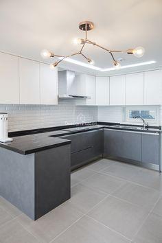 34PY 용강동 대림이편한세상2차 34평아파트인테리어Design Fusion안녕하세요 디자인퓨전입니다 :)오늘 ... Kitchen Design Open, Kitchen Cabinet Design, Interior Design Kitchen, Modern Kitchen Cabinets, Kitchen Furniture, Kitchen Decor, Interior Design And Construction, Concrete Kitchen, Apartment Interior