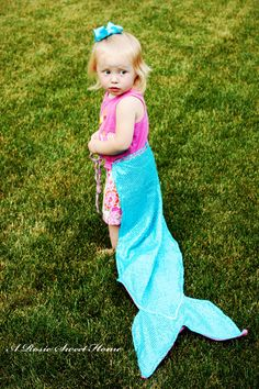 How to make mermaid tails for a mermaid party {Tutorial}  arosiesweethome.com