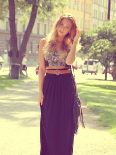 I wish I was confident enough to wear a crop top because I love how they look with maxis (and high-waisted pants).
